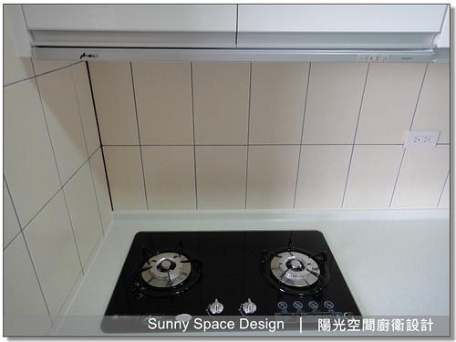 廚房設計-中和連城路曹設計二字型廚具:豪山牌隱藏式排油煙機VEA-8019-01-陽光空間廚衛設計