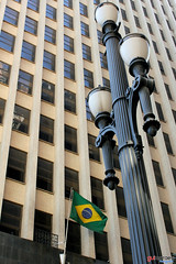 (guiimooraes) Tags: brazil building bandeira brasil skyscraper flag sp contruo arranhacu