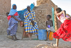 Wait For Me! (**El-Len**) Tags: africa family portrait color children village westafrica mali bozo daga