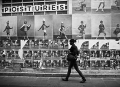 postures // marais, paris (pamela ross) Tags: street blackandwhite bw woman paris france pen walking poster walk olympus marais act ep1 postures mft
