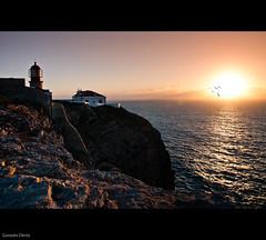 un atardecer en San Vicente / Sunset at San Vicente (- GD photography -) Tags: ocean sunset sea lighthouse sol portugal faro atardecer mar cabo aves pájaros oceano océano sanvicente cabodesanvicente ilustrarportugal portugalmagico blinkagain