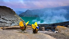 Morning at Ijen crater (Dyahniar Labenski) Tags: holiday nature nikon eastjava ijencrater myfirsttime banyuwangi bondowoso d7000 ikniroviolet dyahniar