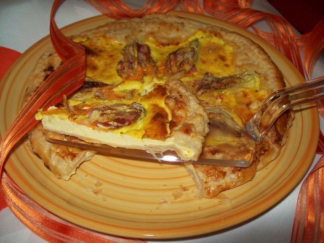 Torta rustica con fiori di zucca e ricotta