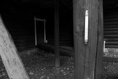(eeviko) Tags: door wood bw white black finland grey bomba thermometer puu hirsi ovi nurmes mustavalkoinen northkarelia easternfinland lmpmittari canoneos450d 3082011