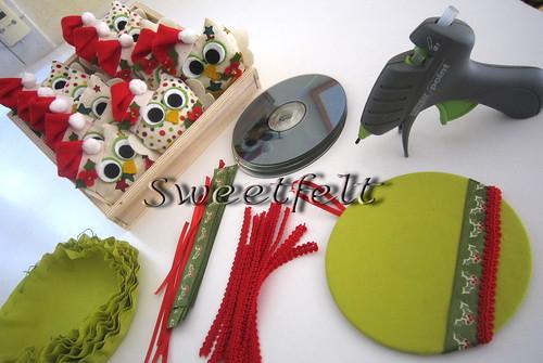♥♥♥ Corujinhas muito atentas ao processo de reciclagem dos CDs... :)