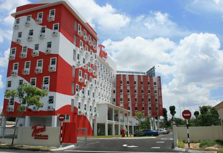 Tune Hotels.com - Danga Bay Left Elevation