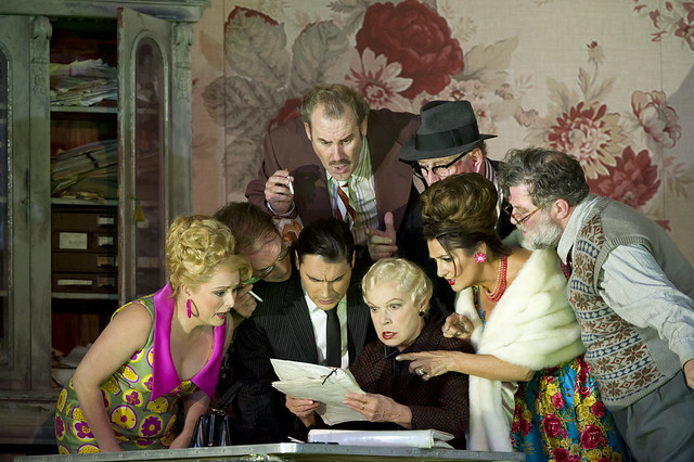 Rebecca Evans as Nella, Alan Oke as Gherardo, Francesco Demuro as Rinuccio, Robert Poulton as Marco, Elena Zilio as Zita, Gwynne Howell as Simone, Marie McLaughlin as La Ciesca and Jeremy White as Betto Di Signa in Gianni Schicchi © ROH / Bill Cooper 2011
