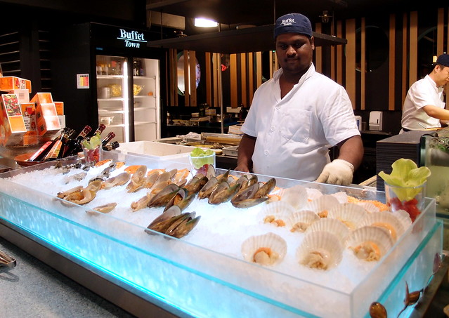 Buffet Town Offers Shell Seafoods