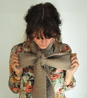 how to wear a scarf Faux bow