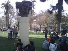 En Parque Almagro, Recabarren observa la marcha x la educación by manuel guerrero