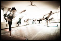 Dandayamana-Dhanurasana (Salva Magaz [Om Qui Voyage]) Tags: hot yoga bikram zurich sweat yogi caliente yogini salva chaleur postures sudor transpiration posturas ricohgx100 oqv miradafavorita salvamagaz omquivoyage