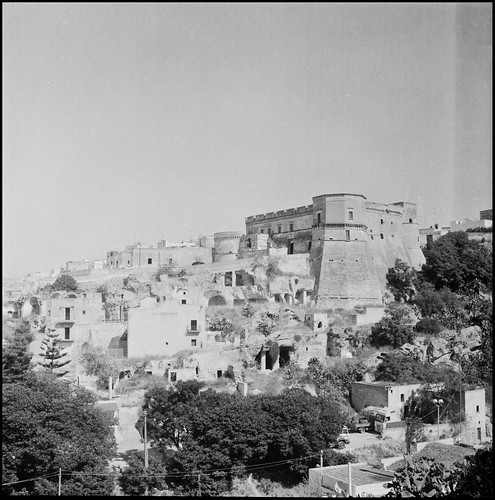 blackandwhite bw italy castle 6x6 blancoynegro italia... (Photo: iSalv on Flickr)