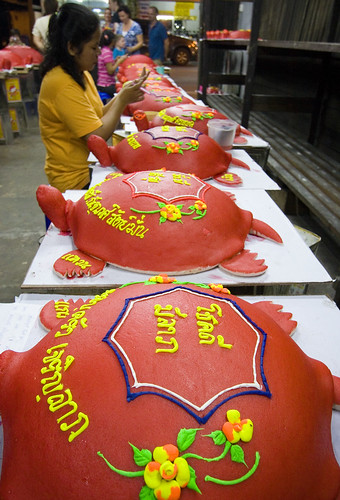 Making the red turtles for Por Tor festival