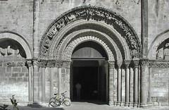 2001-06-28 Cognac, église Saint-Léger, Charente, Poitou Charentes 04 (ellapronkraft.) Tags: france architecture cognac église middleages charente moyenage artroman artromanesque churchsaintléger