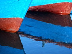 angolazioni (fabia.lecce) Tags: light two italy abstract reflection luz colors port mar barcos geometry olympus colores explore puglia reflexin taranto riflesso puntidivista apulia theline barchette astracto ngulos regionepuglia colorphotoaward flickrexploreinterestingphotos