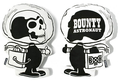 bountyhunter-astronaut-cushion