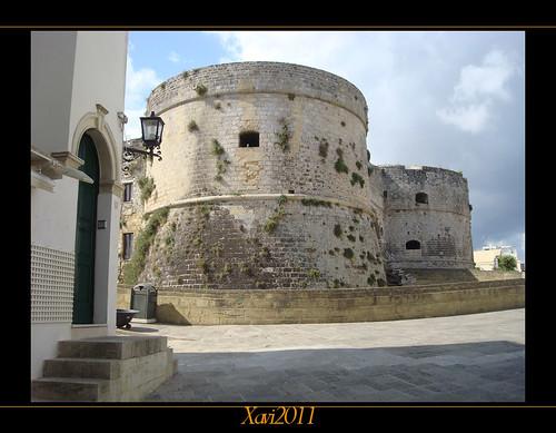 italy tower castle italia mare torre middle otranto... (Photo: xavi_NowINikon on Flickr)