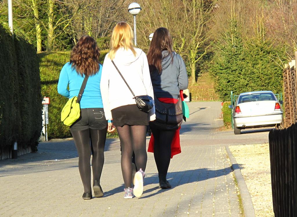 Teenager in Strumpfhosen Bilder