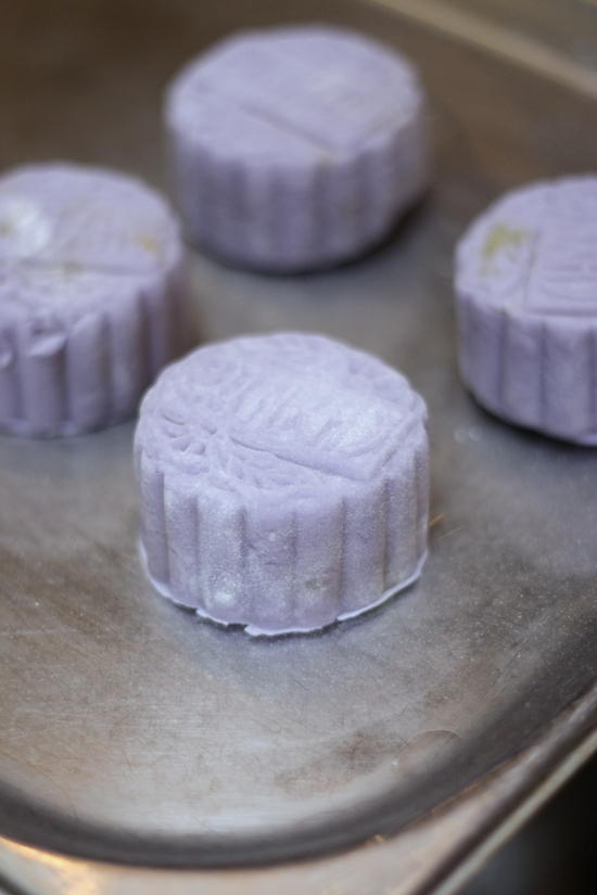 Flower drum snowskin mooncakes