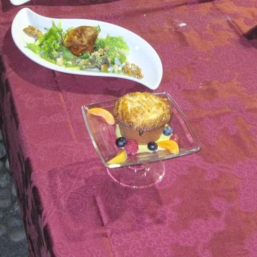 tortino di pasta frolla alla ricotta d'alpeggio ealbicocche e salsa vaniglia