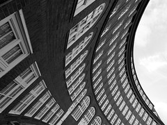 Emil Krause Gymnasium, Hamburg (difridi) Tags: windows blackandwhite bw architecture fenster curves hamburg architektur sw kurven dulsberg guessedhamburg guessedbyhagenstier difridi