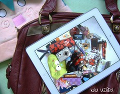 Minha bolsa...What's in my bag (KAU UZDA) Tags: bear cute apple bag de o sony mulher natura harajuku bolsa pucca minha kawai kau keroppi hatsune miku ipad boticario menininhas uzda