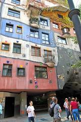 Hundertwasserhaus in Vienna, Austria (Tobi_2008) Tags: vienna wien city house building austria österreich haus stadt bauwerk hundertwasserhaus