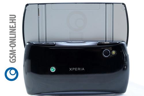 Sony Ericsson Xperia Play hátulja kinyitva