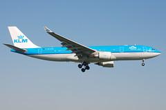 KLM A330-203 PH-AOM (Gideon van Dijk) Tags: dutch amsterdam airport aircraft aviation royal airbus klm airlines schiphol ams a330 eham a330200 a332 royaldutchairlines a330203 phaom