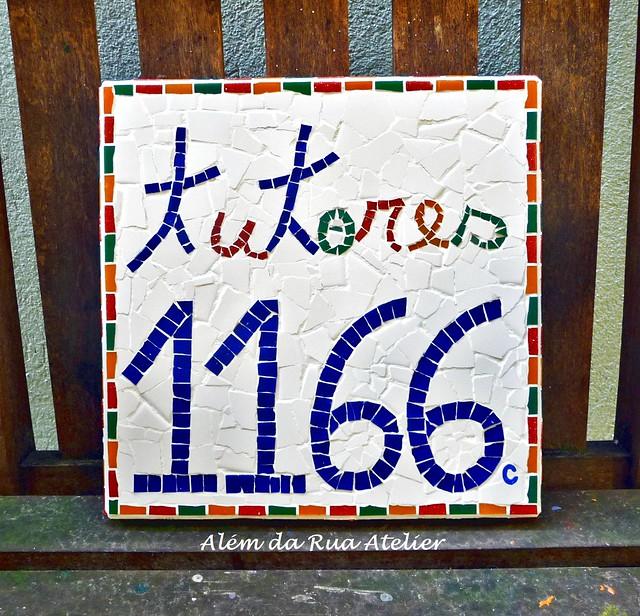 Placa de Identificação e Número em Mosaico