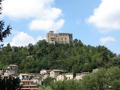Zavattarello (PV) (Pizzo Castelli) Tags: castello rocca oltrepopavese zavattarello rocchecastelli rocchefariecastellicastleslighthosesbelltowers