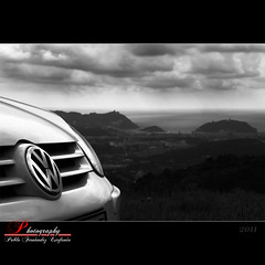 Volkswagen Golf V (_Hadock_) Tags: windows wallpaper sky bw espaa white black detalle detail blanco beach car clouds photoshop dark golf volkswagen de la mar photo spain mac nikon san ipod y sebastian background negro creative commons playa screen bn anuncio clauds coche cielo bahia fotografia concha tamron 18200 fondo euskadi donostia pantalla comercial iphone oscuro guipuzcoa saver oscura ipad walpaper d80 mbd80
