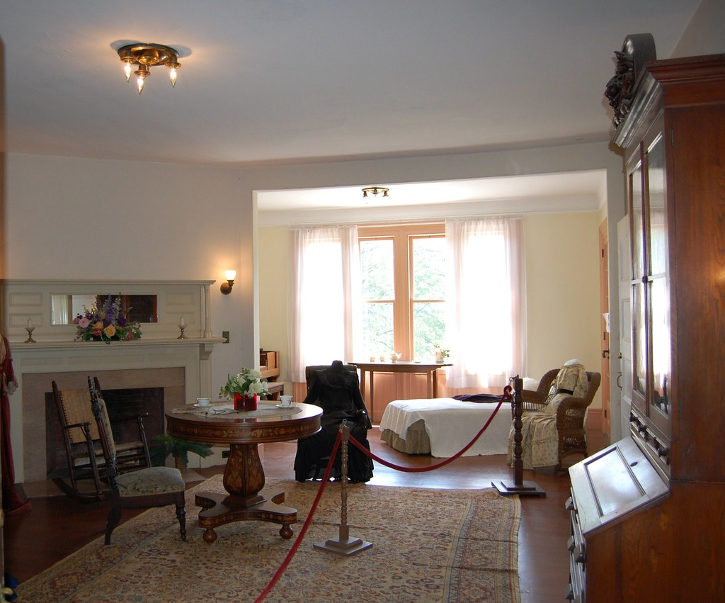 Back to Sonnenberg - South  Lawn  Bedroom