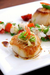 Ginger-Scallion Scallop (firewaterw) Tags: ginger nc seafood greenonions scallop chapelhill unc scallion rtp seascallop thaichilipepper searedscallop collegeeating