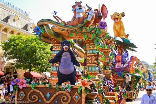 HKDL July 2011 - Flights of Fantasy Parade