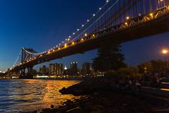 Manhattan Bridge (Suein82) Tags: nyc bridge usa ny newyork skyline brooklyn skyscraper canon puente luces arquitectura unitedstates manhattan dumbo sigma cables bandera manhattanbridge nocturna vistas 18200 canalstreet arcos estadosunidos nuevayork rascacielos puentecolgante eeuu colgante norteamerica 60d canon60d puentedemanhattan brooklynheighst
