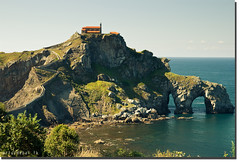 San Juan de Gaztelugatxe (arturii!) Tags: ocean sea costa beach church nature water rural wow de coast mar amazing nice interesting san europa europe juan superb top awesome country great north natura stunning cave basque archs euskadi impressive gettyimages bermeo cueva gaztelugatxe esglesia cantabric canoneos400d ebauty arturii arturdebat