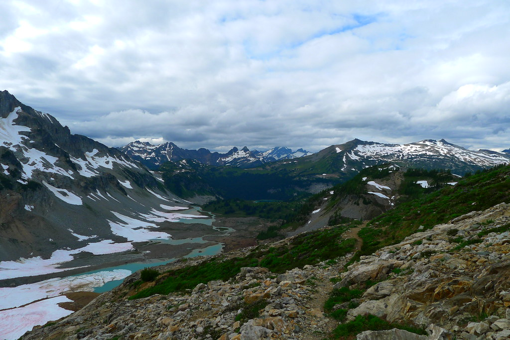 Lyman Lakes and beyond to Cloudy Peak