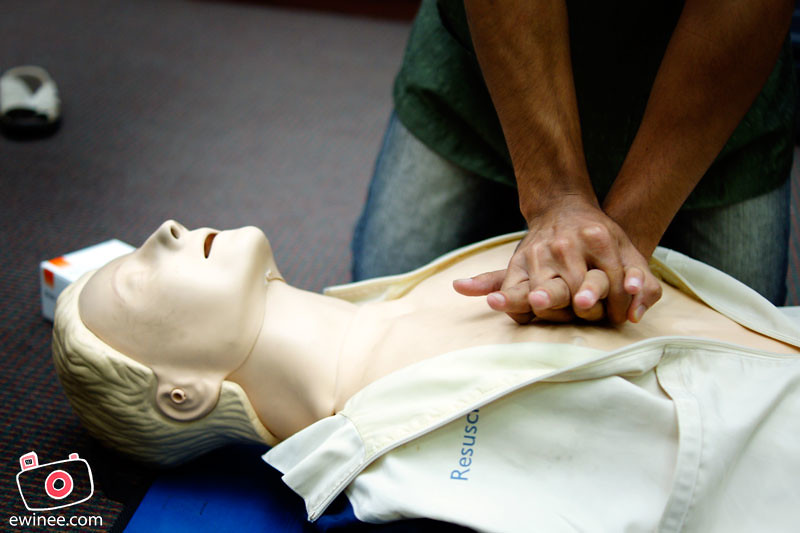 MAHSA-UNIVERSITY-COLLEGE-CPR-COURSE-compression