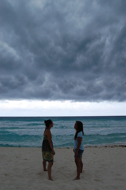 cancun_storm_ladies