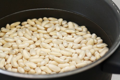 soaking white beans