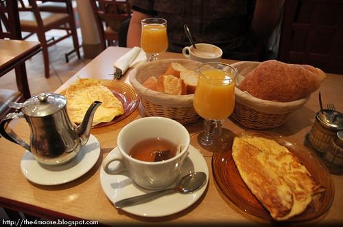Aux Villes du Nord - Breakfast with Eggs