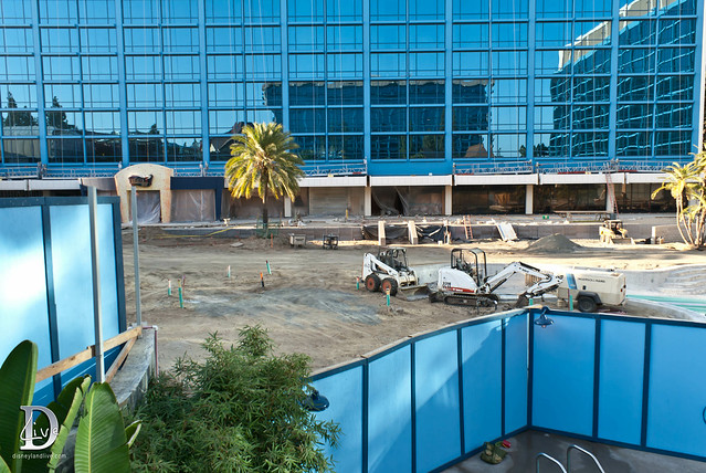 Disneyland Hotel Construction - Neverland / E-Ticket Pool