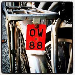 Patente extranjera (Claudio Olivares Medina) Tags: square bicicleta squareformat patente estacionamiento lomofi iphoneography instagramapp uploaded:by=instagram