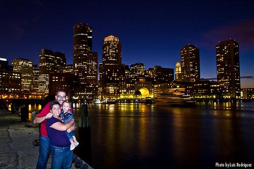 Los tres y el skyline de Boston