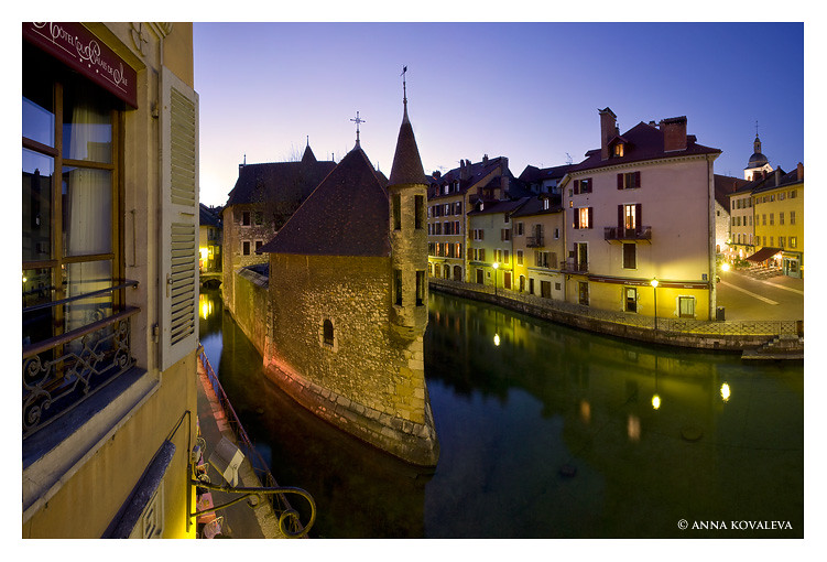 Annecy and Palais d'Isle at night