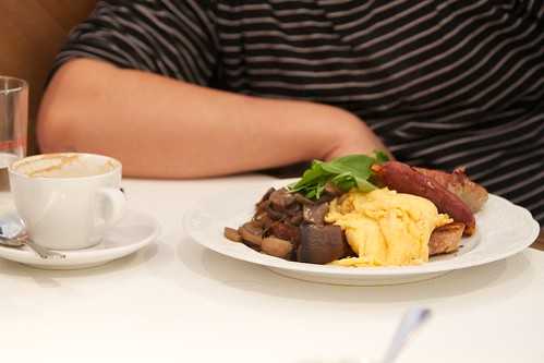 Eggs, mushroom and sausage