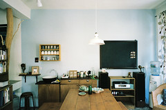 c05718-000050 ( Sean Marc Lee ) Tags: black modern vintage japanese design hostel fuji superia interior space taiwan lifestyle 400 fujifilm  hualien f28 silvi