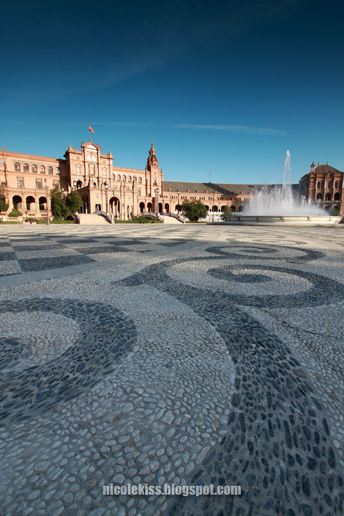 cobbled ground on Plaza de España