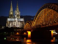 Kölner Wahrzeichen bei Nacht